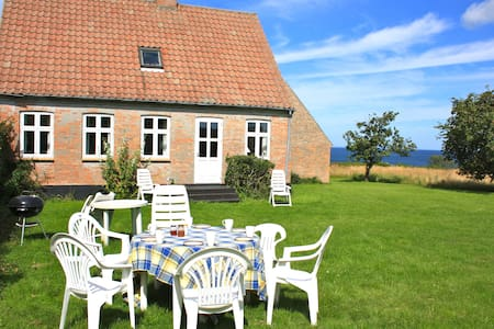 Beautiful holiday house by the sea! - Østermarie - Hus