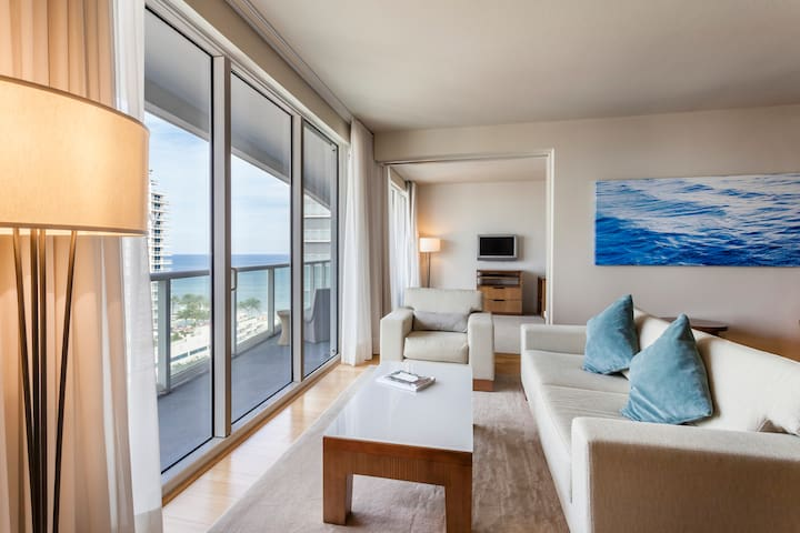 Luxury Suite at W Residences - 2BDR+2BA+Pool/Gym