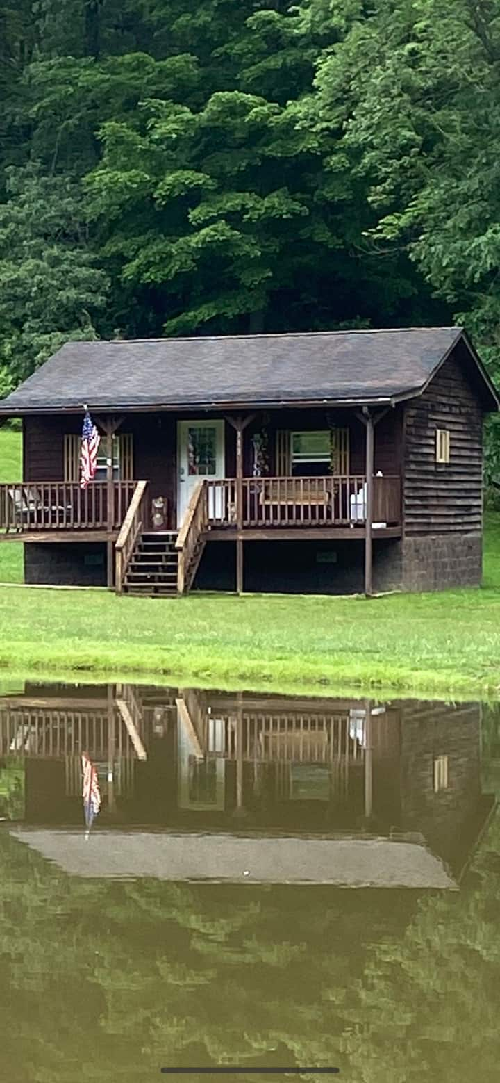 Country cabin with beautiful fishing  ponds , etc.
