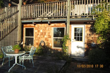 Davis Bay Backdoor B&B - Sechelt