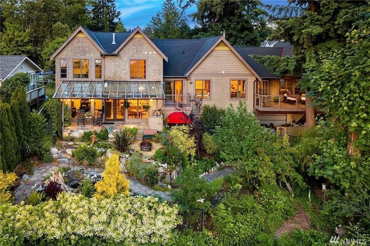2BR Suite in Resort Like Bellevue Home w Lake View