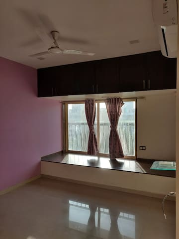 Fully furnished single room in a 4 room apartment