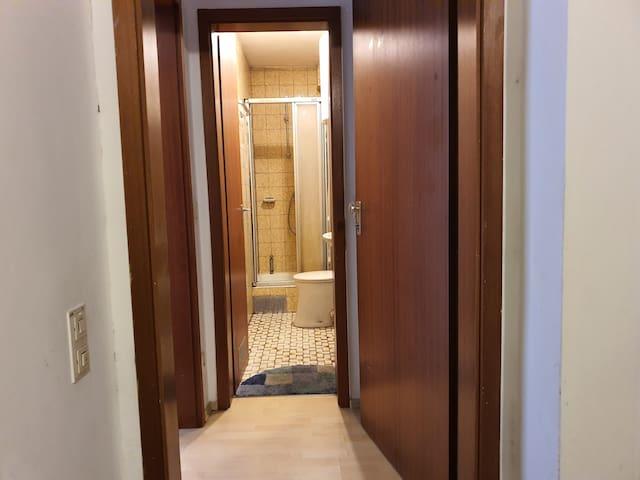 Tolle schöne ein Zimmer Wohnung mit Bad und Küche