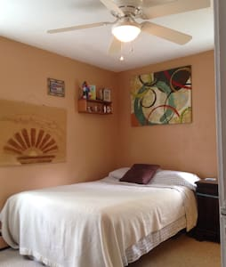 Cozy Full Bed & Bath Near Rowan! - Woodbury