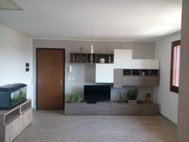 Appartamento moderno,centro, arredato, tranquillo.
