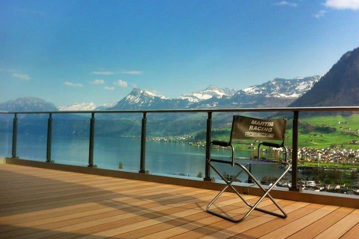 Designerattika mit Panoramaaussicht - Ennetbürgen - Apartamento