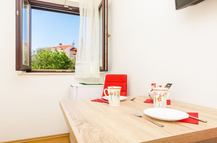 Apartments & Rooms Cina- Standard Double Room with Garden View