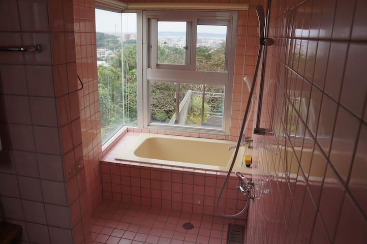 Bath , shower area  開放的なお風呂場