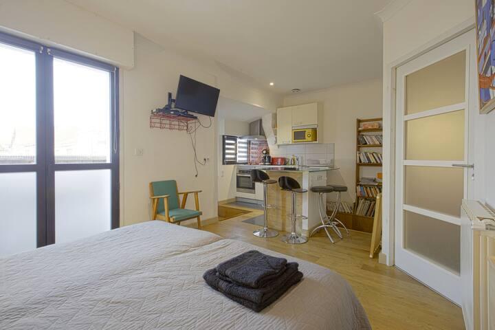Biarritz  Côte des basques flat  in a basque house