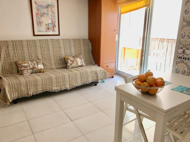 Beautiful cosy apartment 200m from the beach