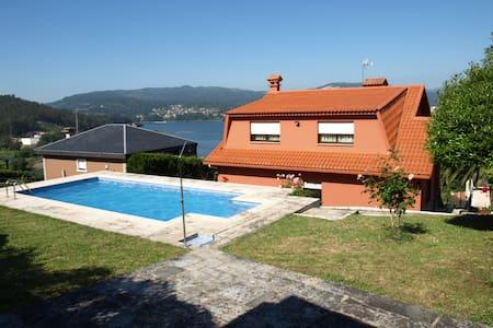 Chalet con piscina a a 15 minutos de Vigo - Pontevedra