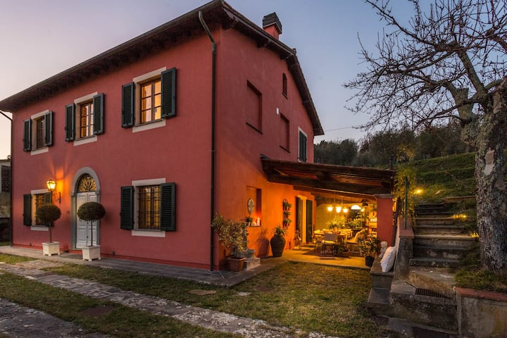 Panoramic 4 Bedrooms Farmhouse with Private Pool in Lucca close to Town Centre