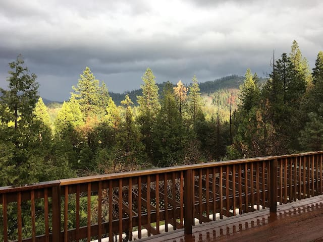 Stunning Sierra Villa 30 min to Dodge Ridge Skiing