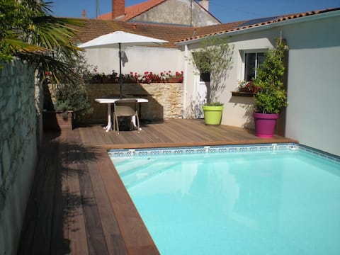 Logement avec piscine ,terrasse, garage,wifi