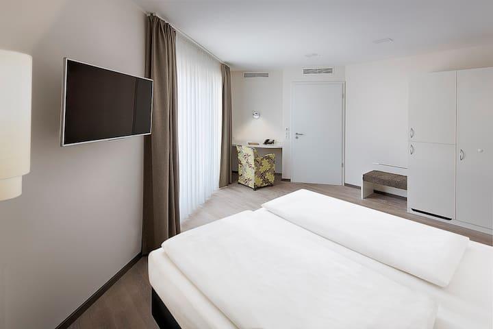 TAOme Feng Shui Stadthotel Breisgau, (Emmendingen), Junior Suite, barrierefrei, 29qm, max. 3 Personen