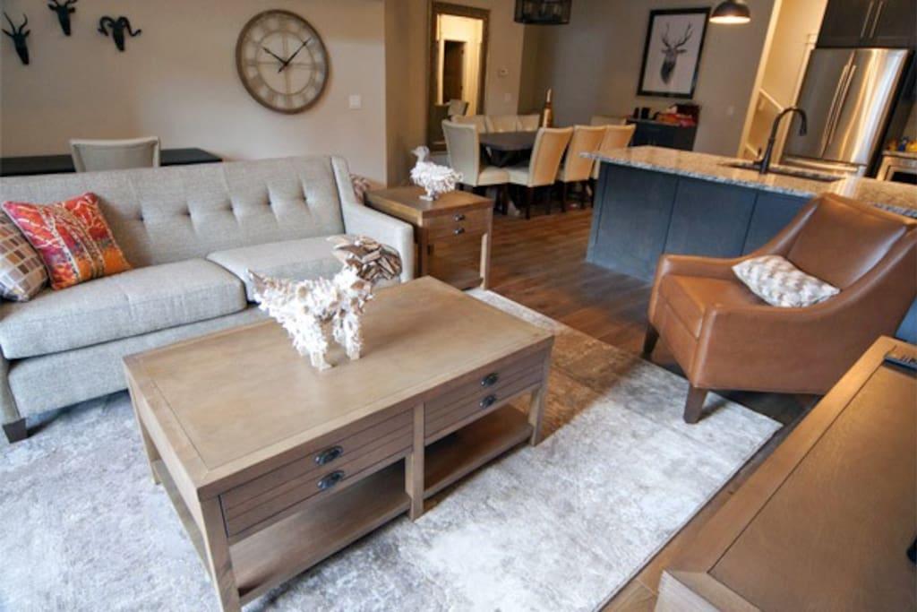 Fantastic, large living area with beautiful furnishings