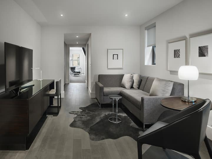 Luxury Times Square Suite, 24 /7 Onsite Team
