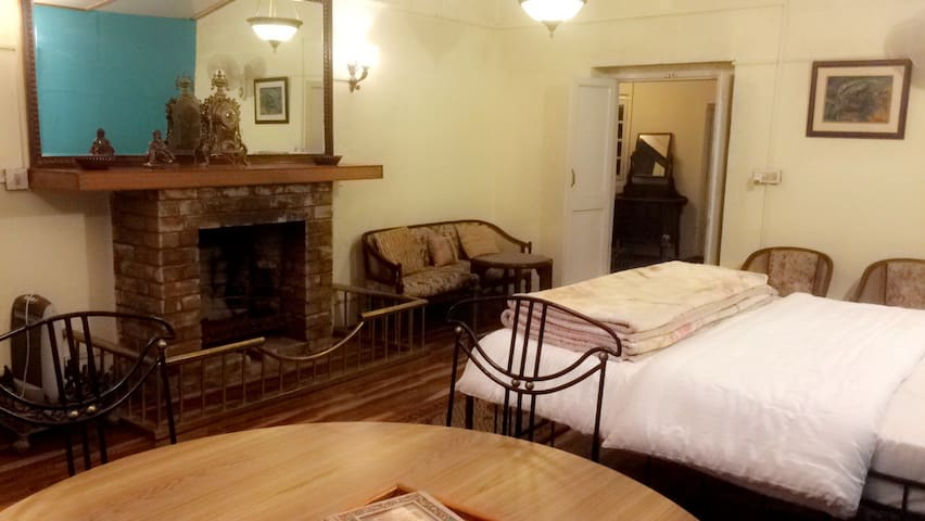 Barnala Estate ( Maharani Suite BnB ) - Kasauli - Bed & Breakfast