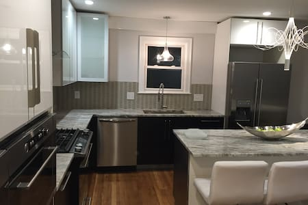 Shiny luxury 3 BR, 2 bath- All you can ask in one! - Somerville - Wohnung