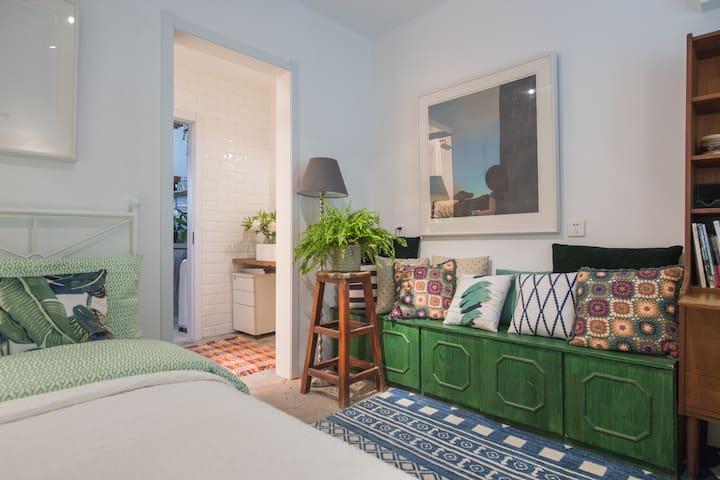 住在花房 位于后海的最美花店向你开放独立房间大床房