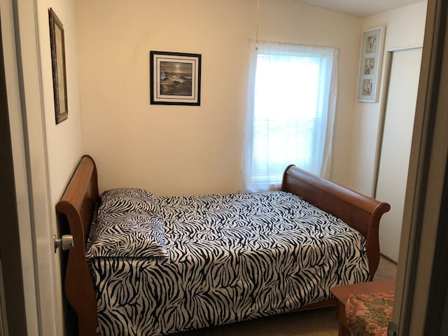 Second bedroom full size bed