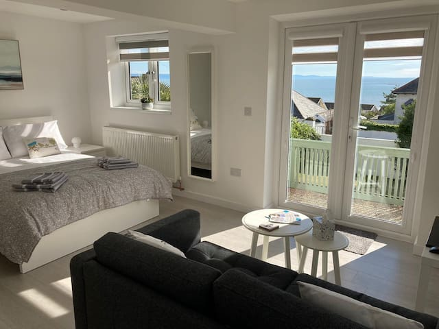 Ogmore By Sea Studio Flat 5 minutes from Beach