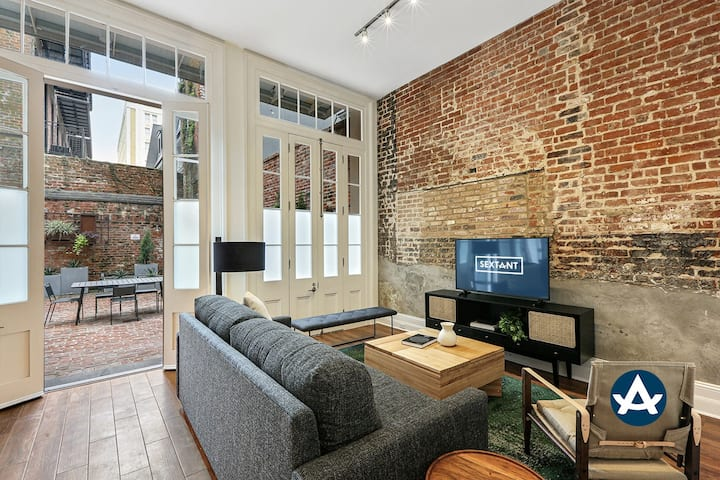 Sextant | Factors Row | 2 Bedroom Courtyard #102 | 4 blocks to Bourbon St