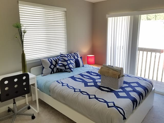 Bright Cozy Private Bedroom Well Located