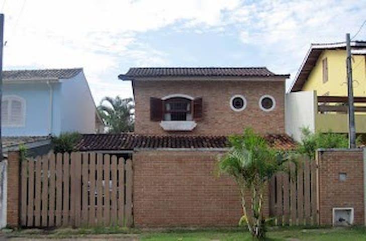 Casa na Cocanha - pertinho da praia