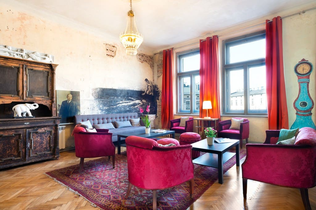 The flat has been restored to its original splendor and adorned with original pieces by a promising Polish artist