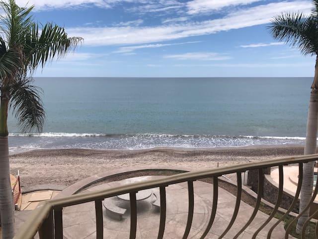 BEAUTIFUL BEACH FRONT CONDO VILLA SIRENA 201