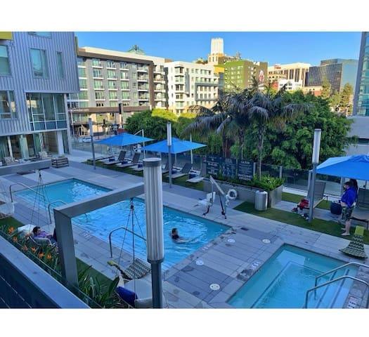King Condo Studio with amenities in downtown LA