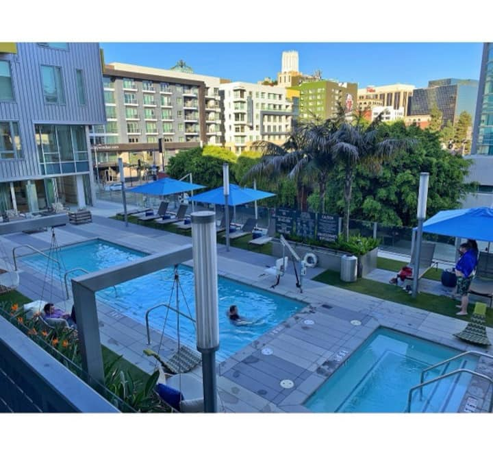 King Condo Studio with amenities in downtown LA