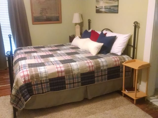 The Beach Haven - Bell Buckle - Bed & Breakfast