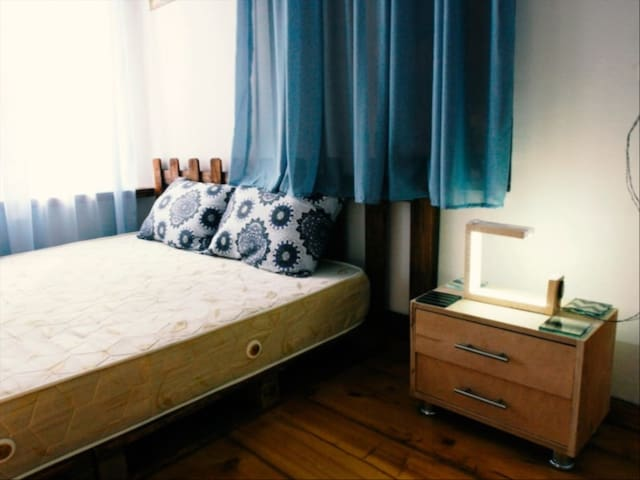 Quaint and peaceful London room in London