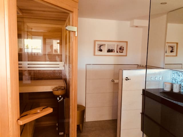 Ferienwohnung mit Sauna, Nähe Bodensee & Wellness