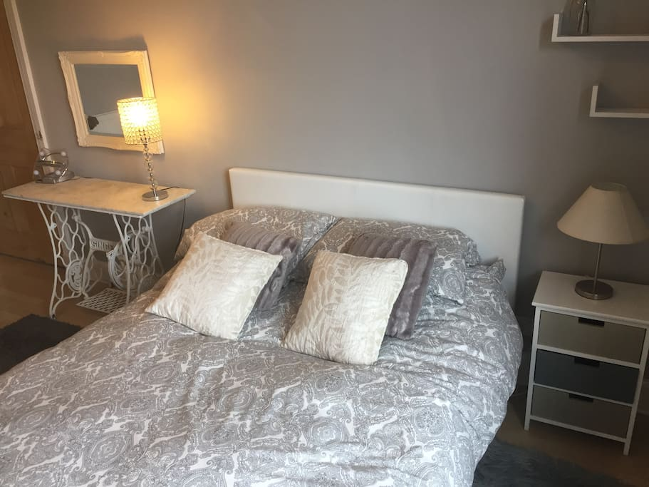 A very large double room for you to relax and enjoy your stay in Edinburgh!