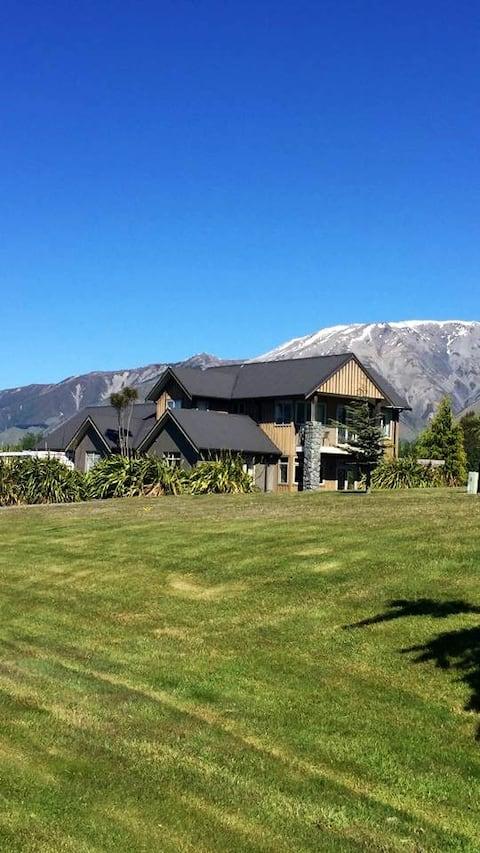 4 Bedroom Chalet - Terrace Downs Resort
