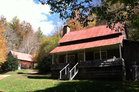 CALHOUN OLD HOME PLACE ~ Rustic Pioneer Cabin - Newland - Kabin