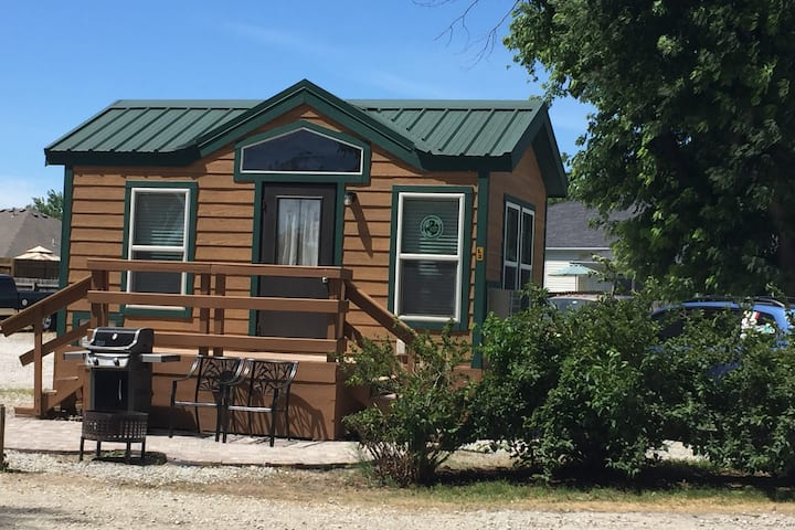 Sioux City North Deluxe Cabin Rental #1