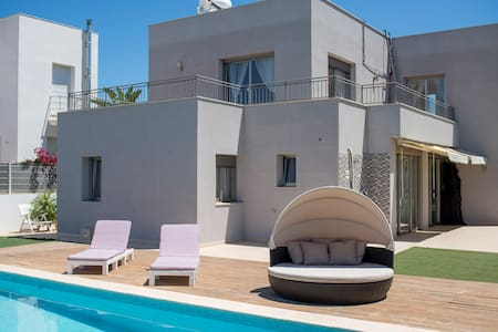 Modern villa for 6 with pool, close to Ibiza town - Can Pep Simó