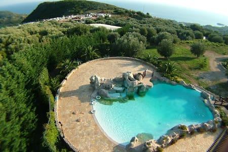 Villetta / piscina a M. di Camerota - Marina di Camerota