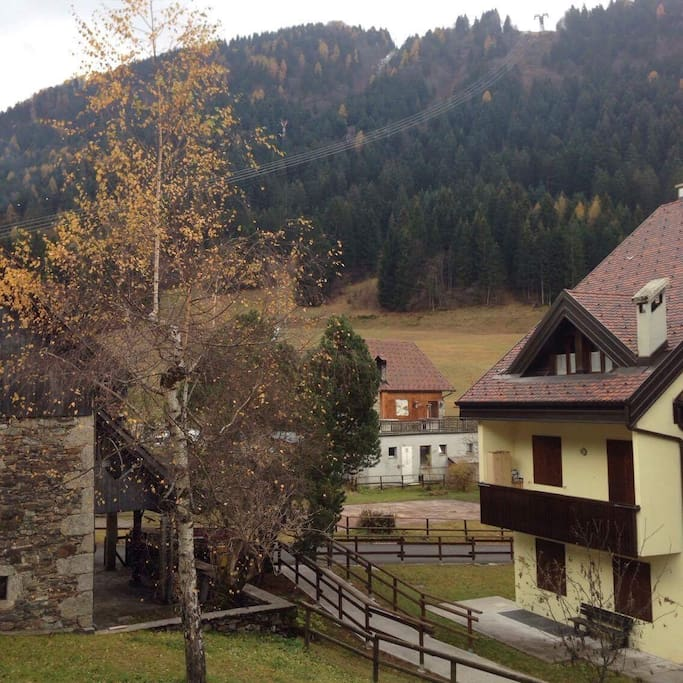 Vista dal balcone in autunno. View from the front balcony in the fall.