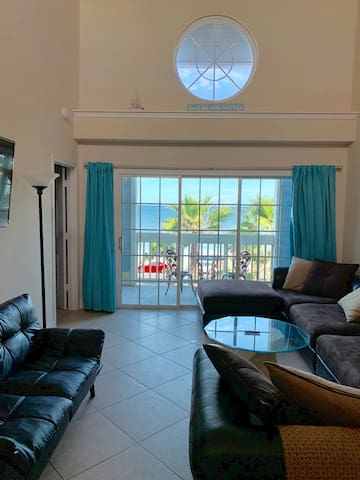 Ocean View from every room! Stay on beach sleeps 6