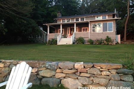 Charming Lakefront Cottage  - Morris