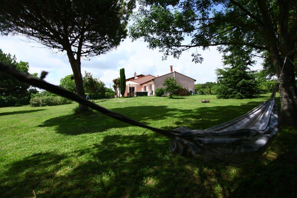 Villa avec piscine, dans les collines du Lauragais, très proche de Toulouse.