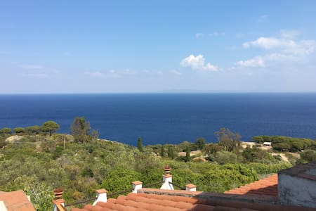 Super comfortable apartment with amazing view - Isola del Giglio - Apartemen