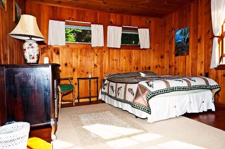 Bedroom with queen bed and single bed