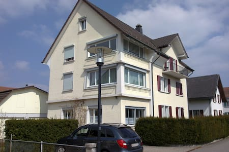 Loft room with own entrance, quiet, with a view - Lenzburg - 阁楼