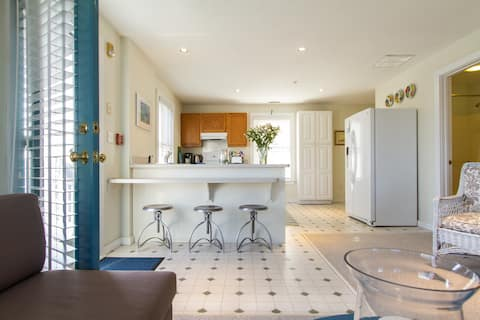 Chatham In-Town Pied-a-Terre.  Isolate in style.